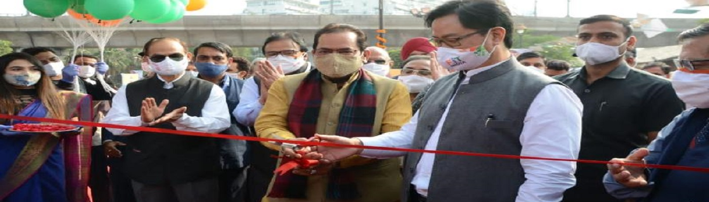 The Union Minister for Minority Affairs, Shri Mukhtar Abbas Naqvi along with the Minister of State for Youth Affairs & Sports (Independent Charge) and Minority Affairs, Shri Kiren Rijiju inaugurating the Hunar Haat, in New Delhi on November 11, 2020.